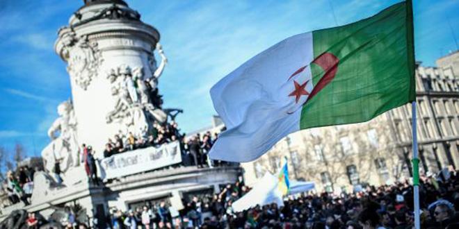 Algérie: une foule immense défile dans le centre d'Alger (AFP)