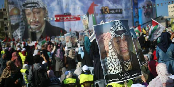 Des dizaines de milliers de Palestiniens commémorent la mort d'Arafat