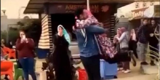 Egypte : Exclue d'Al Azhar pour avoir enlacé un garçon