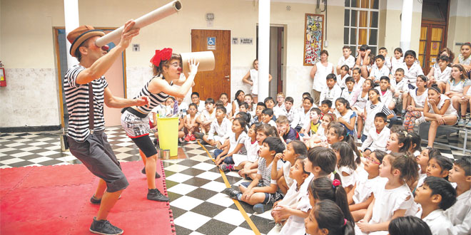 Un cirque pour apprendre le recyclage aux enfants
