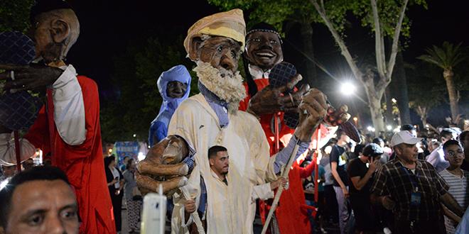 Fès tient son carnaval des arts de la rue