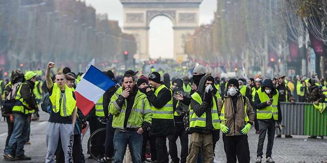"""VIDEO-""""Gilets jaunes"""": début des manifestations, sous haute sécurité"""