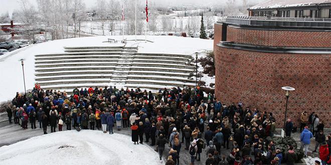 Hommage à l'université de Bø aux étudiantes tuées à Imlil