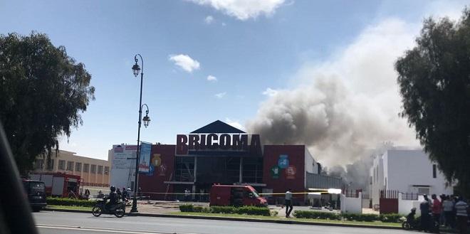 "Rabat: Le magasin ""Bricoma"" prend feu"