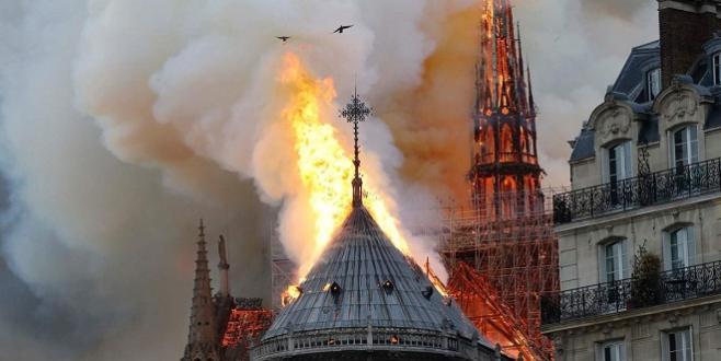 Paris : Vaste incendie à la cathédrale Notre Dame