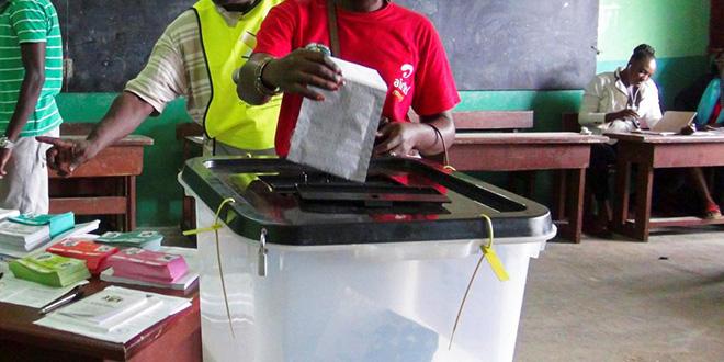Législatives au Gabon: les électeurs aux urnes