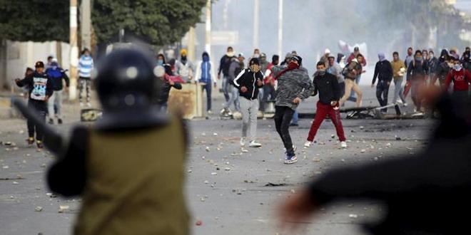 Nouveaux heurts à Kasserine après qu'un journaliste se soit immolé — Tunisie