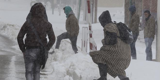 Chutes de neige et rafales de vent fortes lundi et mardi