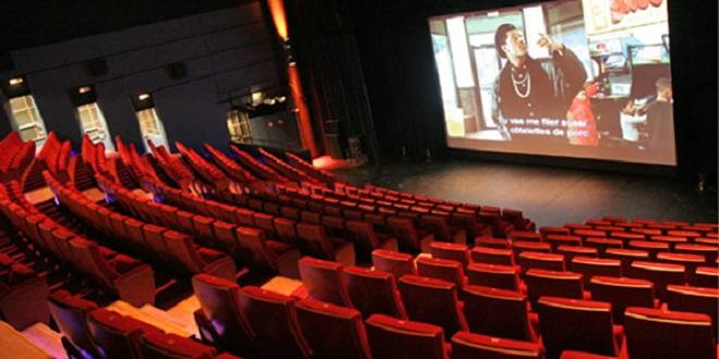 Cinéma : Les entrées en salles et les recettes baissent