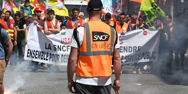 Grèves: près de 1 milliard de pertes pour la SNCF