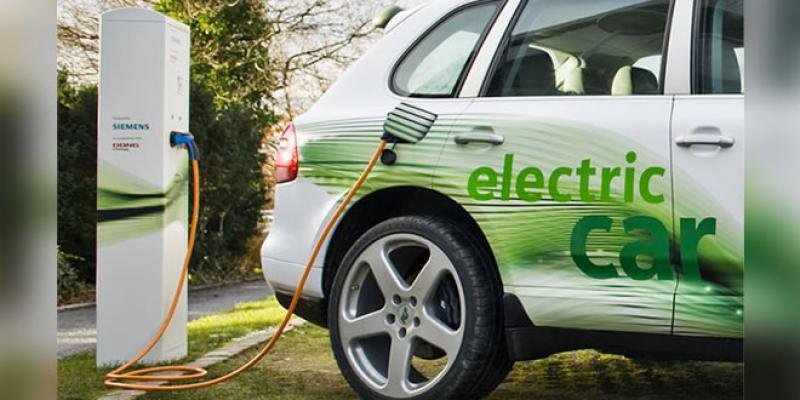 Des bornes de recharge électrique sur les autoroutes