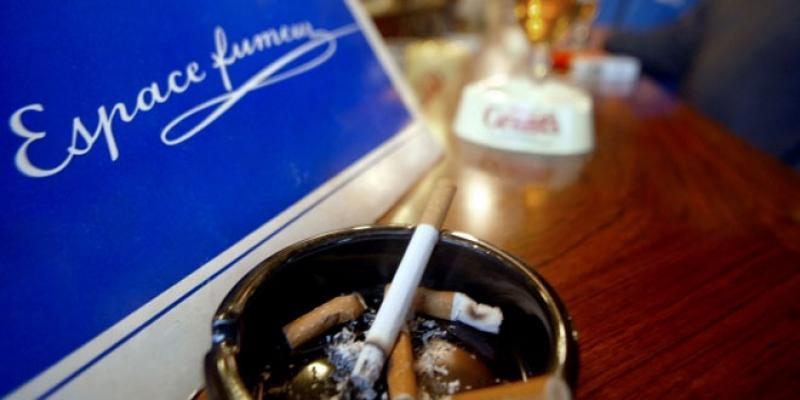Tabac sur les lieux publics: Encore un écran de fumée?