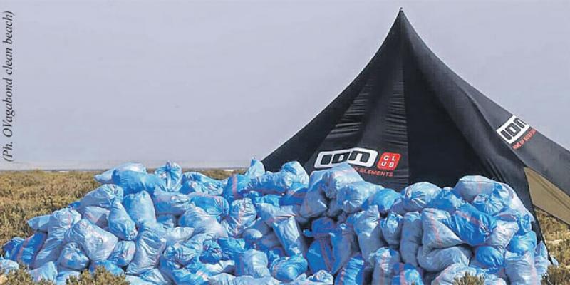 Dakhla: Les déchets en plastique envahissent le littoral