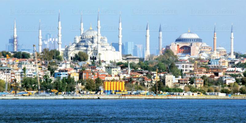 A cheval sur l'Europe et l'Asie, Istanbul séduit par ses monuments et son Bosphore
